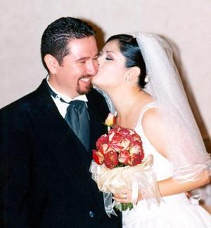 José Antonio de León y Laura Olague en su banquete de boda.
