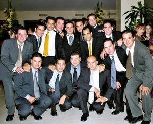 Luis Hermosillo con sus amigos, Armando, José, Roberto, Daniel, Ricardo, Amado, Miguel, Luis, Javier, Sergio, Pepe, Roberto, Gerardo y Ramiro.