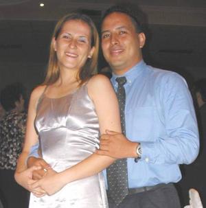<u> 14  de septiembre </u> <p> Paola Vanessa Flores Vela y Sergio Luis Rojas en una recepción social efectuada en Gómez Palacio.
