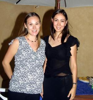 Fueron agasajadas Rosario Sirgo de Pérez y Rosa Carmen Flores con motivo del cercano nacimiento de su bebé y su próximo enlace matrimonial respectivamente