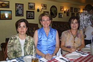 Ana Tere de García , Chelo de Macías y Alma Rosa de Campos damas socias del Club Sembradores de Amistad.