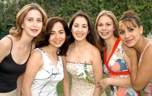 -En la fiesta de despedida de Rosa María Aguilera Moreno estuvieron presentes sus amigas Claudia Rodríguez, Verónica Macías, y Argelia y su hermana Elizabeth Aguilera Moreno