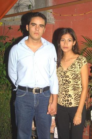 Manuel Cruz Vargas y Brenda Aguilar Carrasco contraerán matrimonio en breve y por tal motivo les ofrecieron una despedida de solteros.