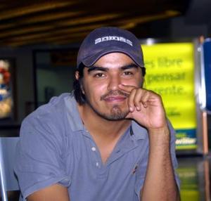 <u> 18 de septiembre </u> <p> Luego de asistir  a un curso de guitarra, Alejandro Ramírez Vargas retornó a la capital del país.