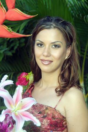 <u> 17 de septiembre </u> <p> Martha Cisneros Sepúlveda en su primera despedida de soltera