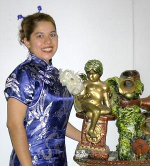 <u> 18 de septiembre </u> <p> Martha Lizeth Esparza Andrade fue despedida de su vida de soltera con motivo de su próxima boda con Luis Alberto Martínez.