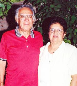 <u> 17 septiembre 2003 </u> <p> Raúl Huizar González celebró su onomástico en compañía de su esposa Josefina Martínez de Huizar.