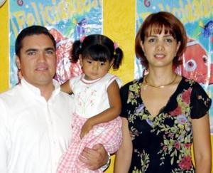 <U> 18  de septiembre </u> <p>Por su tercer cumpleaños le ofrecieron un convivio a la niña Paola Figueroa Galaviz preparado por sus papás Arturo Figueroa Díaz y Verónica Galaviz de Figueroa.
