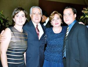 Raúl Cuéllar con sus hijos Sofía y Raúl.