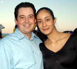 Amado Rodríguez y Cristina Flores.