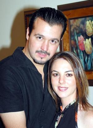 Jorge Marcos González y Sofía Garza García en el convivio que le ofreció un grupo de damas en la víspera de su boda.