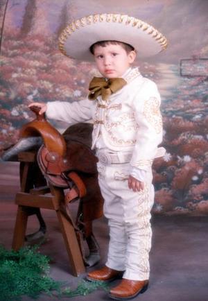 Con un típico traje aparece Bryan Maltos Ibarra en su tercer aniversario de vida, sus padres son Jorge Luis Maltos Ruiz y Lilia Ibarra de Maltos.