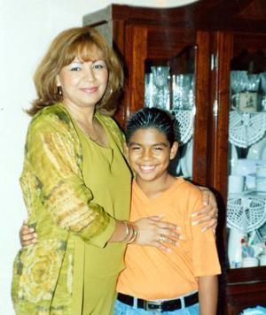 <u> 20 de septiembre </u> <p> Isidro Aguilar Moreno acompañado de su mamá Lidia Moreno Blanco en su onceavo aniversario.