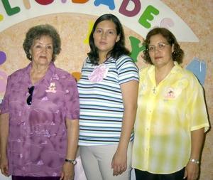 Yésika Núñez Noé captada en su fiesta de canastilla organizada por María del Socorro Gutiérrez y María de Jesús Tovar.