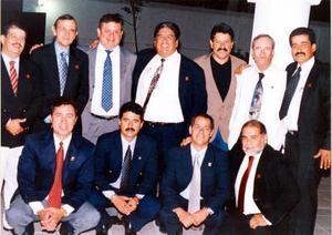 En los festejos del día del veterinario se reunieron  los M.V.Z. Pedro Robles, Rolando Albores, Francisco de León, Francisco Núñez, Guillermo Azpilcueta, Cruz González y Armando Villarreal.