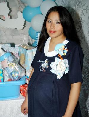 Irma rangel de Vargas fue festejada con una fiesta de regalos para su bebé.