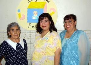 <u> 20 de septiembre </u> <p> Martha Imelda Gutiérrez Salas espera a su bebé por lo que le su mamá le ofreció una fiesta.