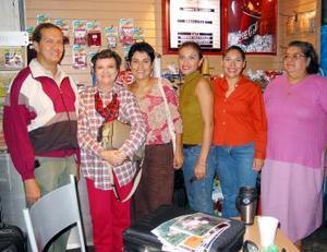 <u> 20 de septiembre </u> <p> Analia Cortez Amezcua y Ana María Delgado Pedroza viajaron a París en plan vacacional, los despidieron Juana Cortez, Carmen Gómez, Karina Cortéz y Gerardo Delgado.