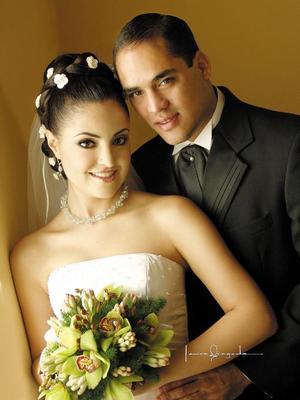 Ing. Francisco Javier Camacho Villanueva y Lic. Tahany Jalil Hamdan contrajeron matrimonio en la parroquia de San Pedro Apóstol el 16 de agosto de 2003.  <p> <i>Estudio: Laura Grageda</i>