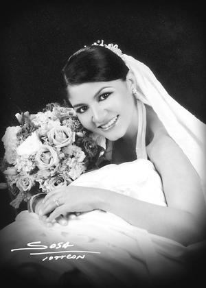 Lic. Sharon Lee Chibli el día de su enlace nupcial con el Lic. Javier Bartoluchi Bautista. <p> <i>Studio Sosa</i>