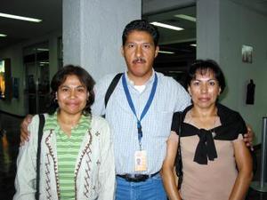<u> 21 de septiembre </u> <p> Para impartir un curso viajaron a Nicaragua Flavila y Josefina Reyes Espino quienes fueron despedidos por Wilbardo Molina.