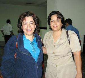 Para asistir al acto Hermandad Hispana de Octubre, arribó de Santiago de Chile, Paty Díaz, la recibió Liliana Arizpe