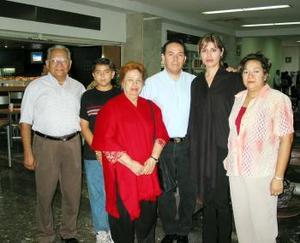 <u> 23 de septiembre </u> <p> César Gómez y Valeria de Gómez viajaron a Cancún de luna de miel , los despidieron  Fernando y Esthela Gómez, Daniel y Martha Bañuelos.
