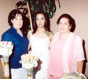 La futura novia Sofía Diz  Jiménez acompañada de su mamá María Teresa de Diz y su futura suegra María Guadalupe del Río