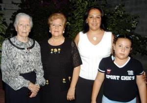 Celia Valdez, Olga de Camacho, Rocío de Cerviño y Astrid Cerviño cuatro generaciones de estimadas mujeres laguneras.