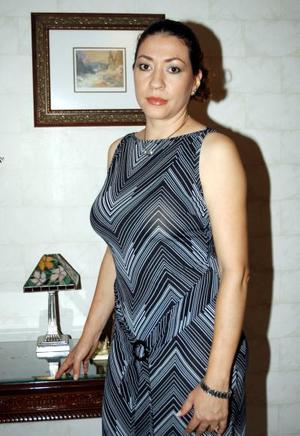 Norma Sara de León de Facio celebró recientemente su onomástico con una reunión.