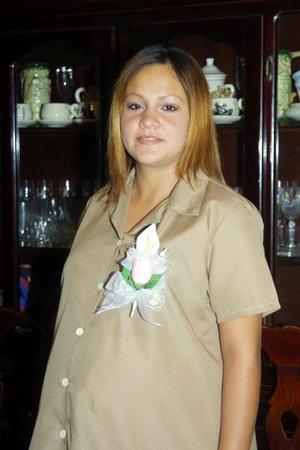Numerosos regalos recibió Yolanda García de Dávila en el convivio que le ofrecieron por la próxima llegada de su bebé