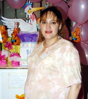 Dafne Castro de García fue homenajeada  con una fiesta de canastilal por el bebé que espera para próximas fechas.