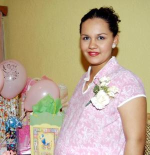 <u> 22 de septiembre </u> <p> Wendolyne Oropeza de Arratia espera la llegada de su bebé para próximas fechas, motivo por el que le ofrecieron una fiesta de canastilla.