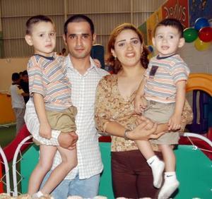 Cinco y dos años de edad cumplieron Rubén y Alejandro Galván Rodríguez respectivamente. Fueron festejados por sus padres Alejandro Galván y Nadia Rodríguez.