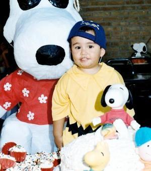 Por su segundo cumpleaños el pequeño Gerardo disfrutó de una piñata, organizada por sus papás, los señores Gerardo Landeros e Ileana Ávalos.