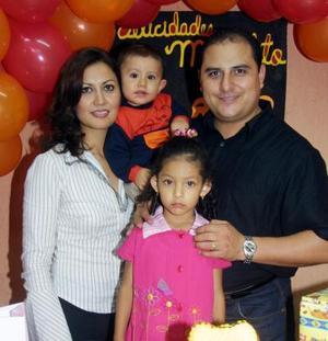 El pequeño Miguel Ángel fue festejado por sus padres Miguel Ángel Cardona Andrade y Mónica Muñoz Salazar  y su hermanita Luisa Fernanda.