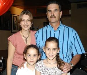 Astrid e Isabela fueron festejados al cumplir 11 y ocho años de edad por sus padres, Manuel Algara y Astrid Martínez de Algara.