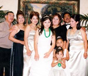 <u> 21 de septiembre </u> <p> Srita Karen Edith del Río Argumedo acompañada de Benjamín Argumedo, Angelina, Karina, Wendy Iveth, Ronald, Angelina, Evelyn e Iveth en su fiesta de XV años.