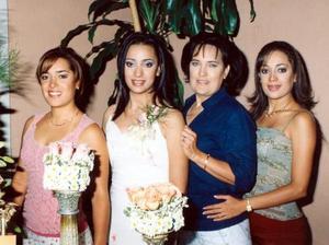 <u> 22 de septiembre </u> <p> La futura novia  Sofía Diz Jiménez junto a su mamá Teresa y sus hermanas Anna y Gabriela.