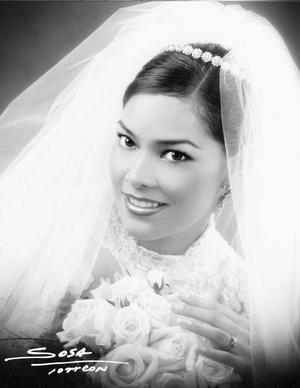 C.P. Brenda M. Román Flores el día de su enlace nupcial con C.P. Óscar Ortiz Saborit.   <p> <i>Studio Sosa</i>