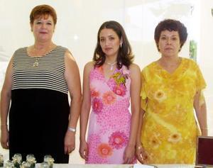 <u> 23 de septiembre </u> <p>  Le ofrecieron una despedida de soltera a Adriana del Carmen Escalera Meraz, en la que fungieron como anfitrionas Julieta Meraz de Escalera y Astrid Núñez de Carbajal