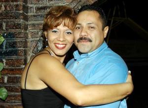 Claudia López de Falcón celebró su cumpleaños en compañía de su esposo Jaime Falcón Vázquez.