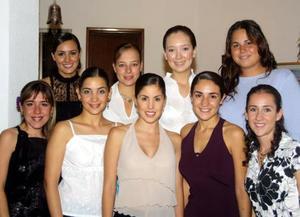 Gabriela Díaz de León Maisterrena acompañada de las amistades que asistieron a su fiesta de despedida, Maribel, Lorena, Paola, Mónica, Claudia, Isabel Jaqui y Ani.
