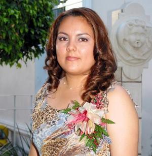 Perla Montserrat Farías James en una despedida de soltera que le ofrecieron por su cercano enlace.