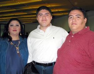 <u> 25 de septiembre </u> <p> Aaron Gutiérrez se trasladó a la capital del país en plan de trabajo, lo despidieron Verónica y Vicente Clemente Aguirre.