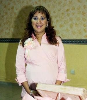 Perla Olivia Rodríguez de Quiroga en la fiesta de canastilla que le ofrecieron por el cercano nacimiento de su bebé.