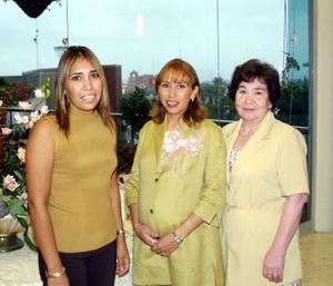 <u> 25 de septiembre </u> <p>  Silvia Luz Salas Infante en la fiesta que le ofrecieron por el cercano nacimiento de su bebé.