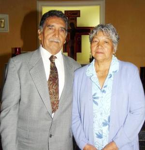 <u> 26 de septiembre </u> <p>   Señor Carlos Martínez Ricarday con su esposa doña Bertha Ávila de Martínez en el festejo que le ofreció su familia por su 70 aniversario de vida.