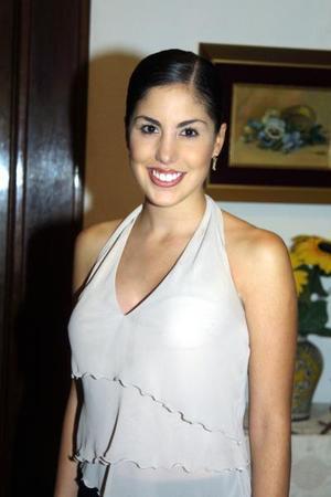 Gabriela Díaz de León Maisterrena en una despedida de soltera que le ofrecieron por su cercano enlace.