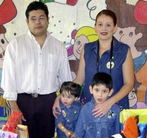 <u> 26 de septiembre </u> <p>   Víctor Manuel cumplió seis años de edad y fue festejado por sus padres Víctor Manuel Fernández y Fátima Piedra de Fernández quienes lo acompañan al igual que su hermanita Bárbara Alicia.